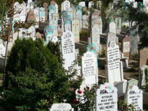 Read more about the article Barış Uygur | Rendezvous auf dem Friedhof Feriköy